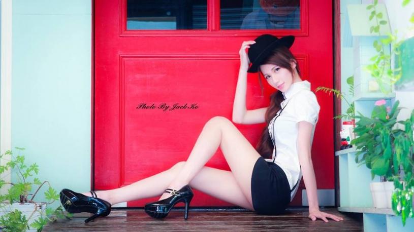 腿長110公分的極品長腿女神~Candice蔡譯心~連身衣鏡子前自拍 美腿實在太養眼