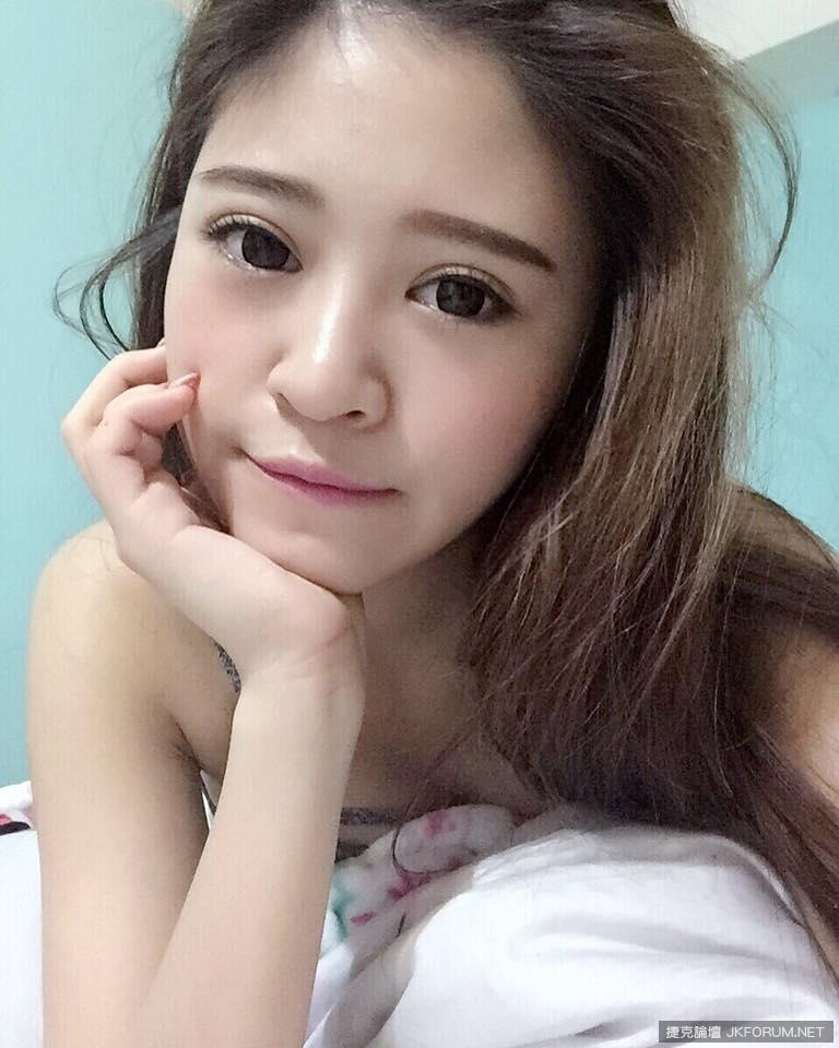 中臺科大護理系32D甜美正妹~謝侑芯~甜甜der吃冰淇淋好迷人