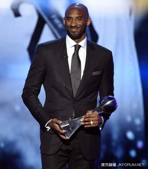 los-angeles-ca-july-13-honoree-kobe-bryant-accepts-icon-award-onstage-during-2016.png