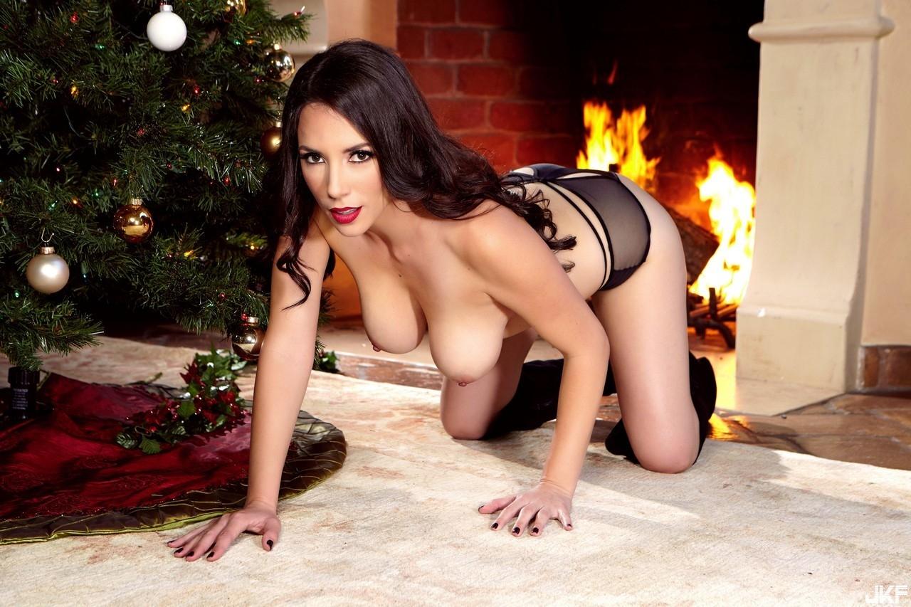 75464081_holly_christmas_pres.jpg