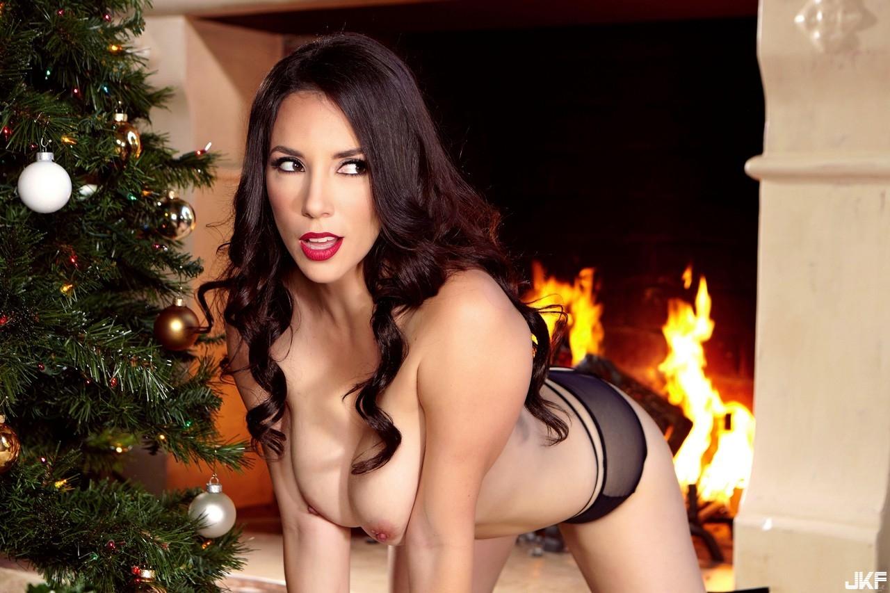 75464098_holly_christmas_pres.jpg