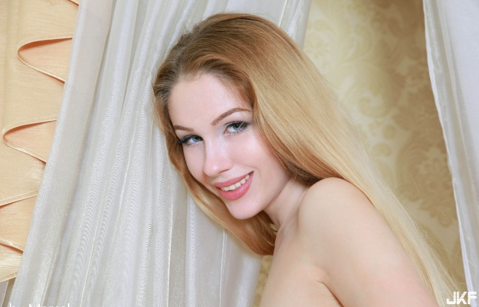 9697_golenkaja_devka_big_93.jpg