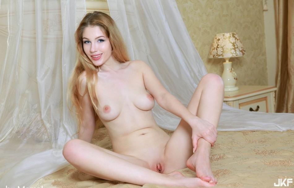 9697_golenkaja_devka_big_118.jpg