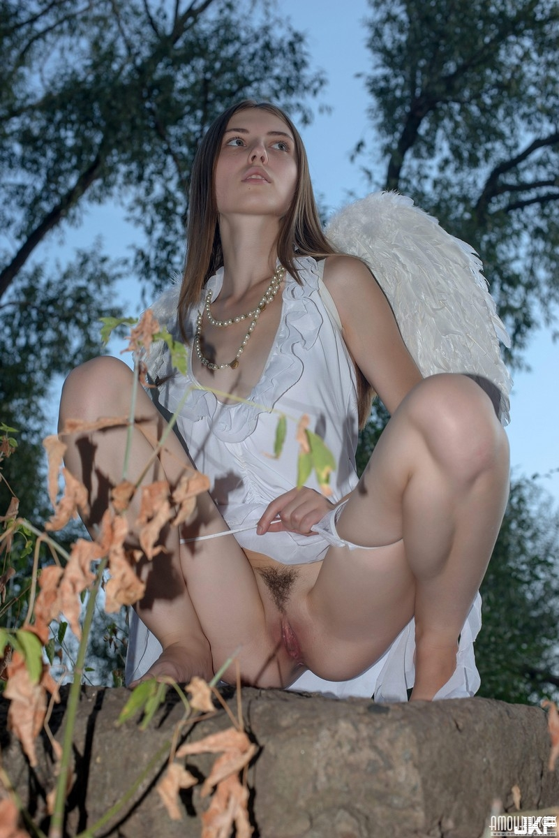 77155921_31127379_amourangels.jpg