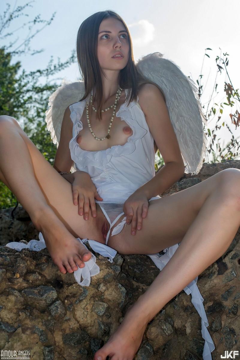 77156001_31127506_amourangels.jpg