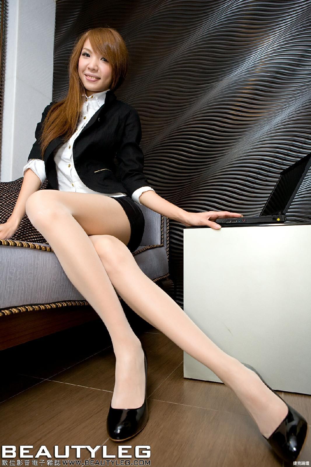 長腿OL穿上窄身短裙+白色絲襪黑色高跟鞋 [16P] - 貼圖 - 絲襪美腿 -