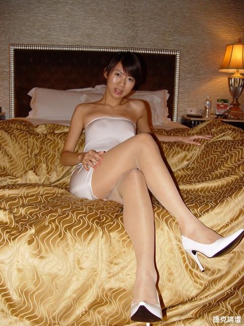 都已經穿上白絲襪白高跟鞋在床上等你們, 你們還~~~[10P] - 貼圖 - 絲襪美腿 -