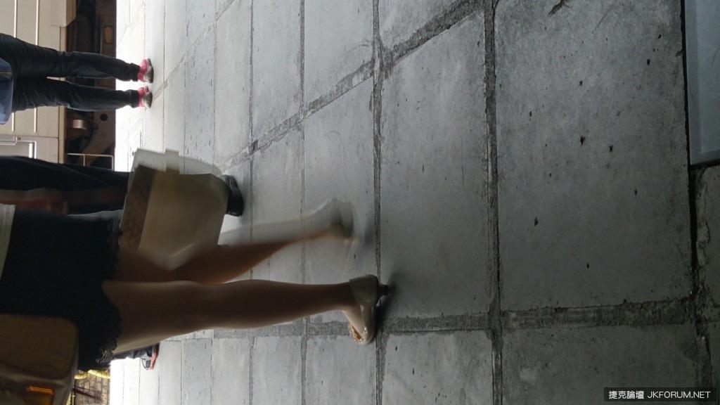 這雙鞋子很特殊ㄛ - 貼圖 - 絲襪美腿 -