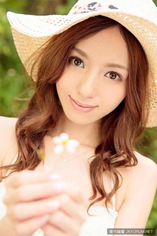 kishi_aino_4396-002s.jpg