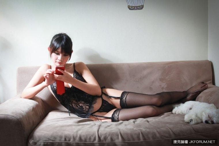 黑絲麻豆巨乳妹Apple - 貼圖 - 絲襪美腿 -
