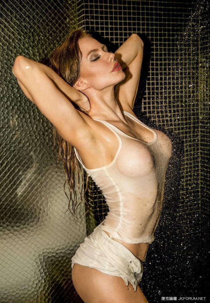 俄羅斯名模Yuliya Lasmovich浴室寫真濕身秀G奶血脈噴張01.jpg