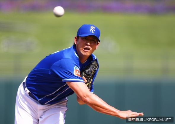 chien-ming-wang-mlb-spring-training-texas-rangers-kansas-city-royals-590x900.jpg
