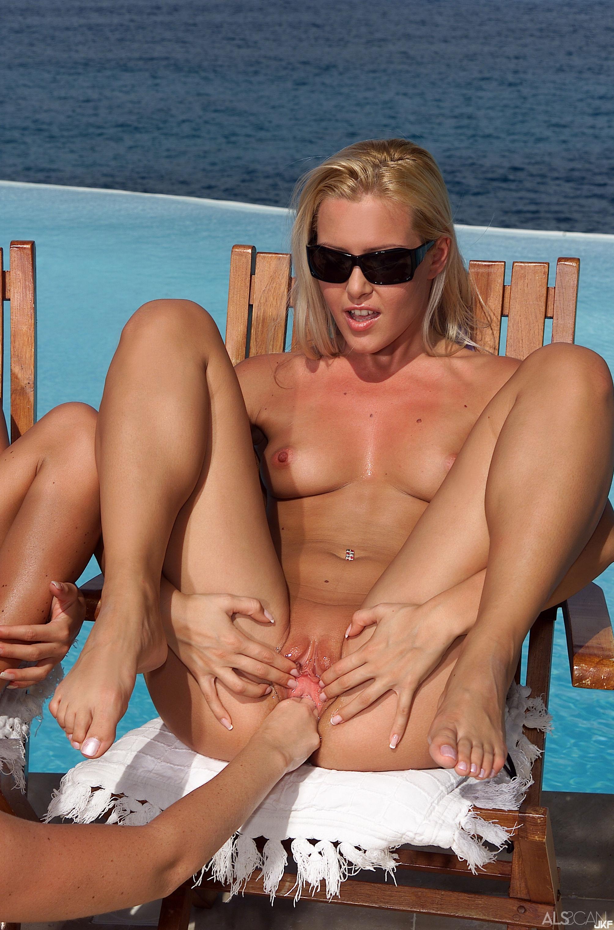 ALS_Nella-Sophie--Trish_Nella--Sophie-Moone--Trisha-Uptown_medium_0171.jpg