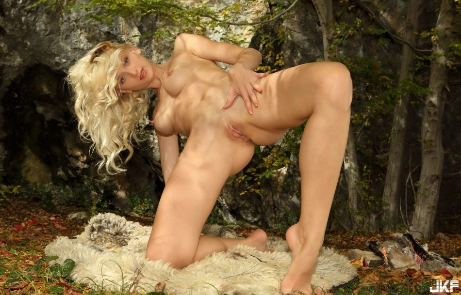 9742_shikarnaja_blondinka_na_prirode_big_86.jpg