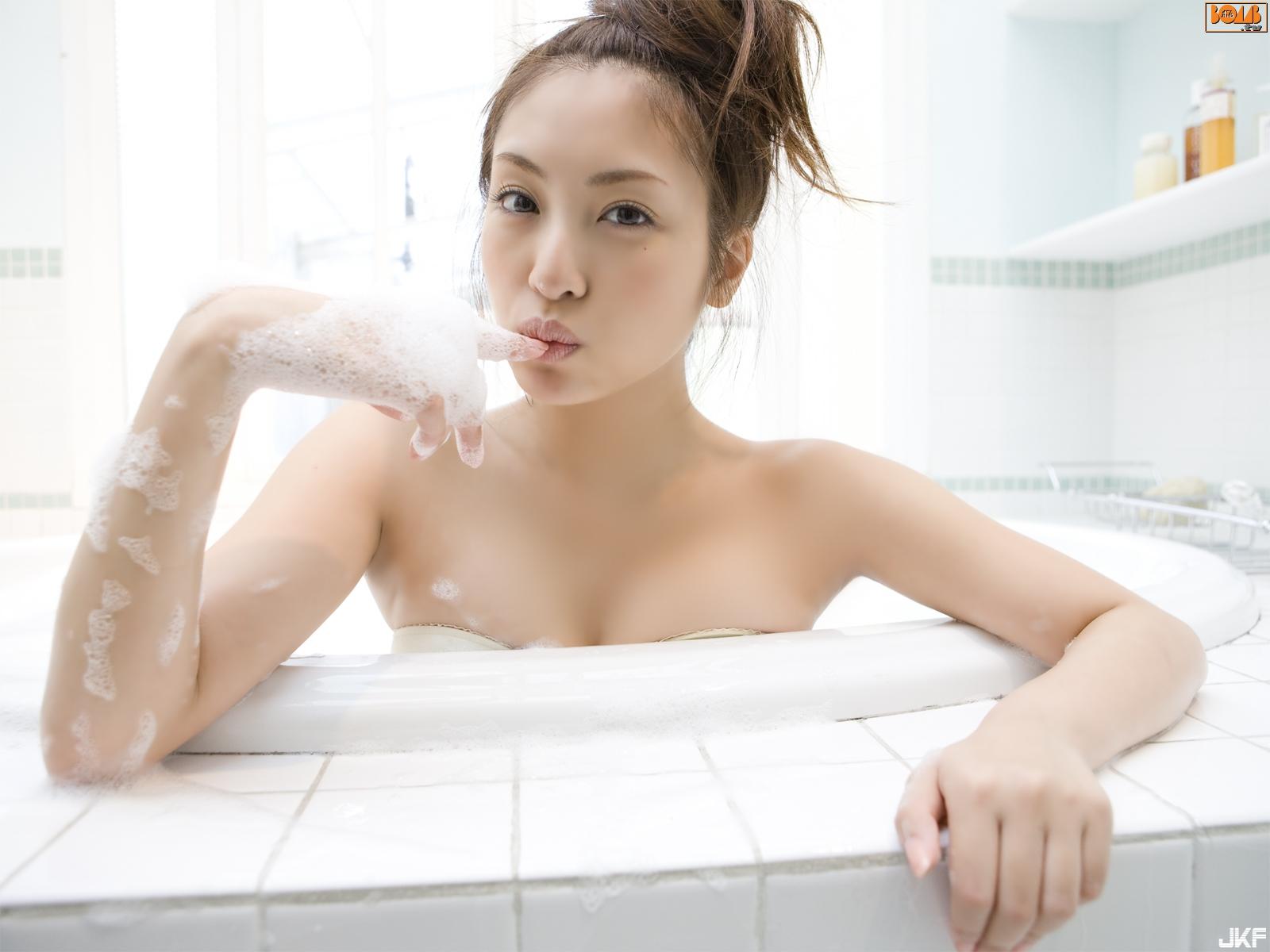 tatsumi-natsuko-863195.jpg