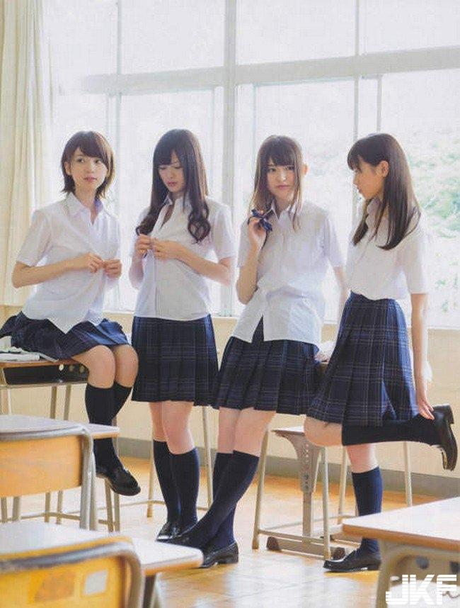 日本青春洋溢的日本學生制服這根本就跟某些封面一樣...不要在教室亂玩鈕扣.jpg.jpg