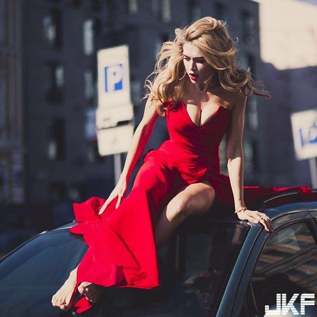 古銅色的性感美女 Vera Brezhneva 前凸後翹的身材 和陽光的笑容 網友:快受不了了 - 歐美美女 -