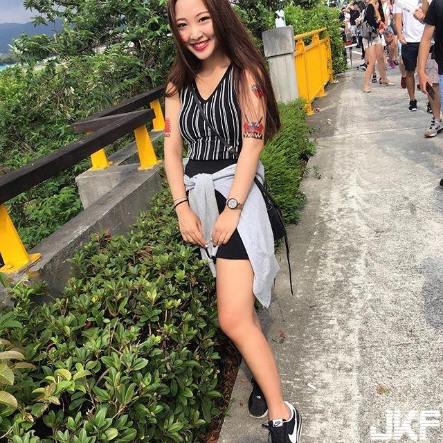 愛笑的眼睛 Lulu Yang  萌萌的可愛正妹 不吝嗇露出性感好身材 網友:好養眼....... - 素人正妹 -