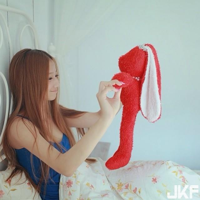 甜美女孩 Annie Jiang 江晏寧 不吝嗇露出胸前那對凶狠的誘人車頭燈.... - 素人正妹 -