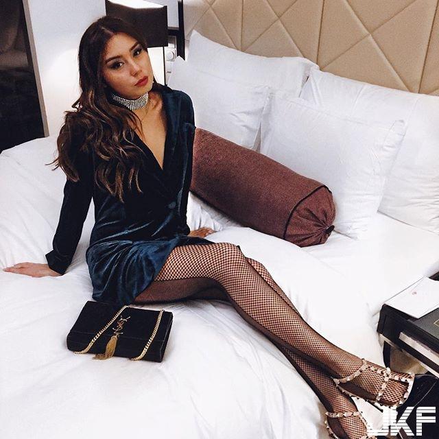 Milena Karl 愛笑的女孩最美了 性感的修長美腿 讓人陷入瘋狂..... - 歐美美女 -