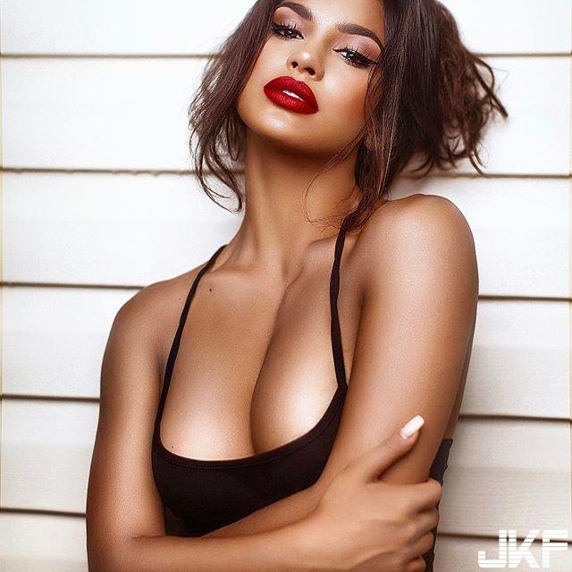 性感黑美人 Gallienne Nabila 撫媚的表情加上火辣好身材 太誘人了........ - 歐美美女 -