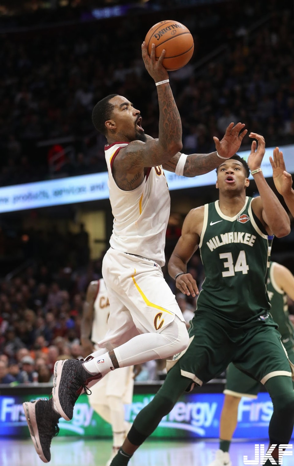 cleveland-cavaliers-vs-milwaukee-bucks-november-7-2017-166fe30e5e9b3d51.jpg