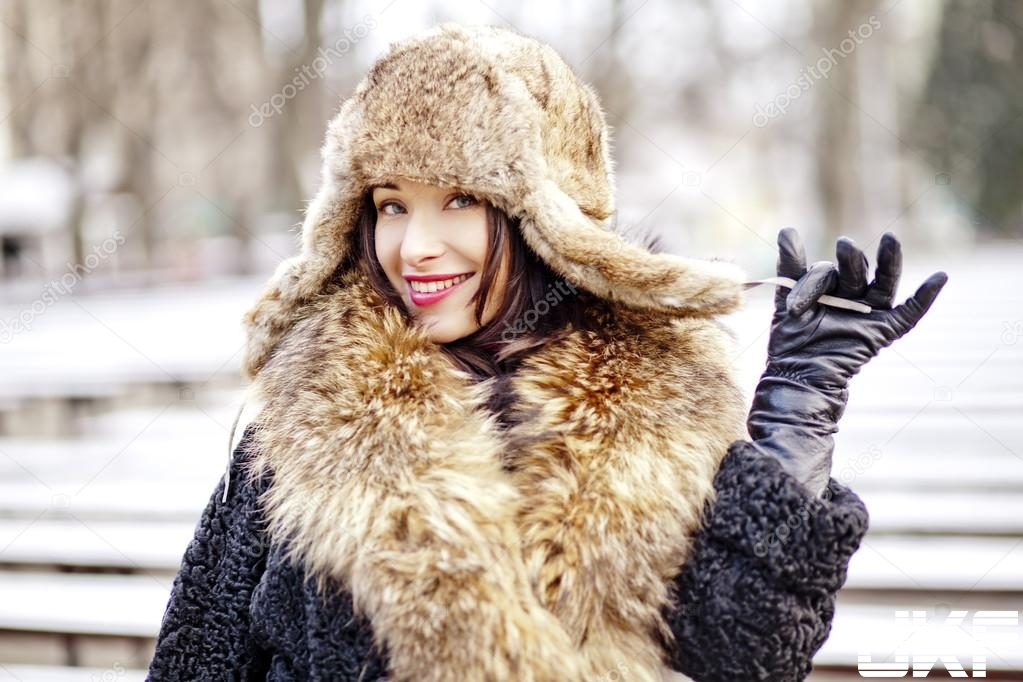 depositphotos_41147977-stock-photo-joyfull-russian-woman-in-fur.jpg
