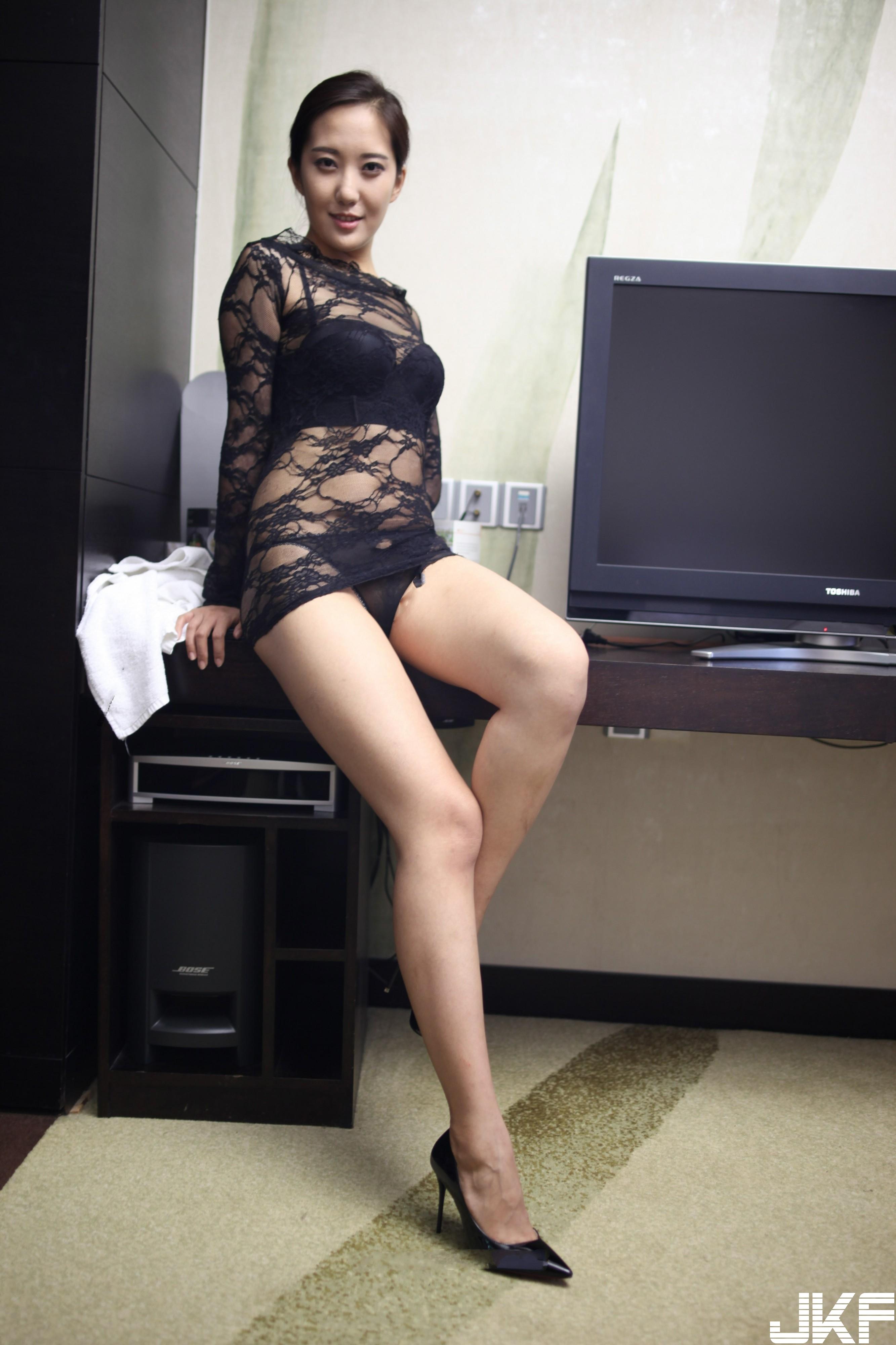 [自己收集的] 國模岳玲精品私拍套圖 肉感的大腿別具風格[164P] - 貼圖 - 絲襪美腿 -