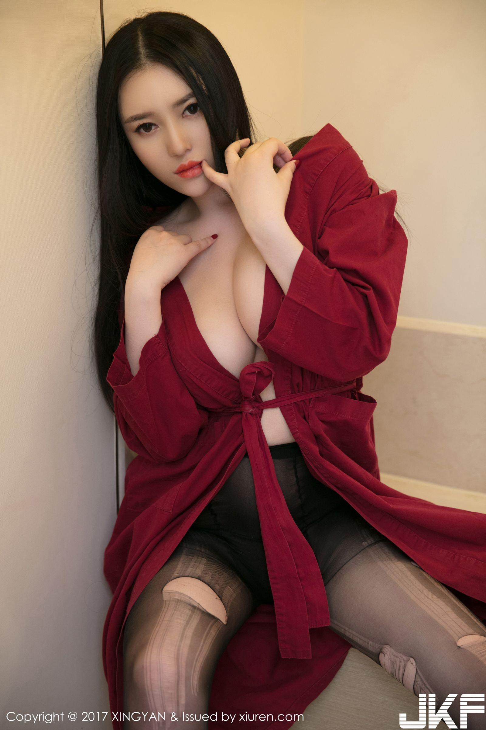 氣質美女恩一 開胸紅裙破絲襪 - 貼圖 - 清涼寫真 -
