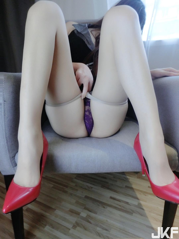 福利姬隔壁小姐姐 - 肉丝袜下的蜜桃 美臀 46p