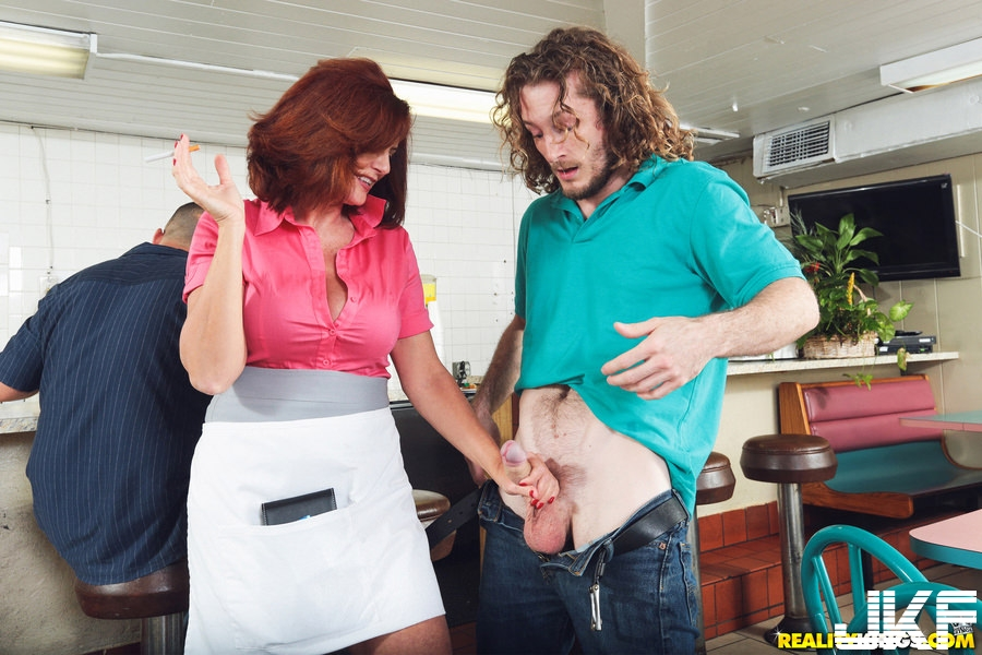 [MILF]RealityKings - Andy James - A Big Tip For Andy - MilfHunter