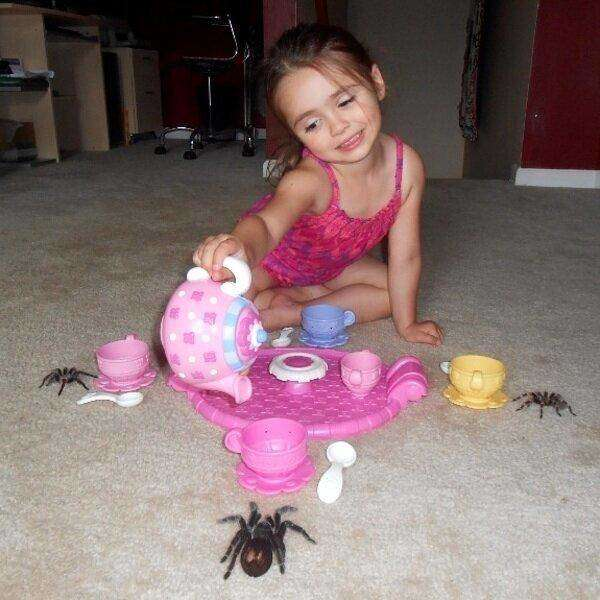 funny-pics-of-weird-kids-kids-are-weird-tea-with-spiders.jpg