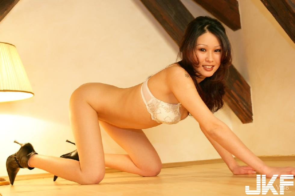 cute_asian_is_showing_sexy_body_-_anya_9.jpg