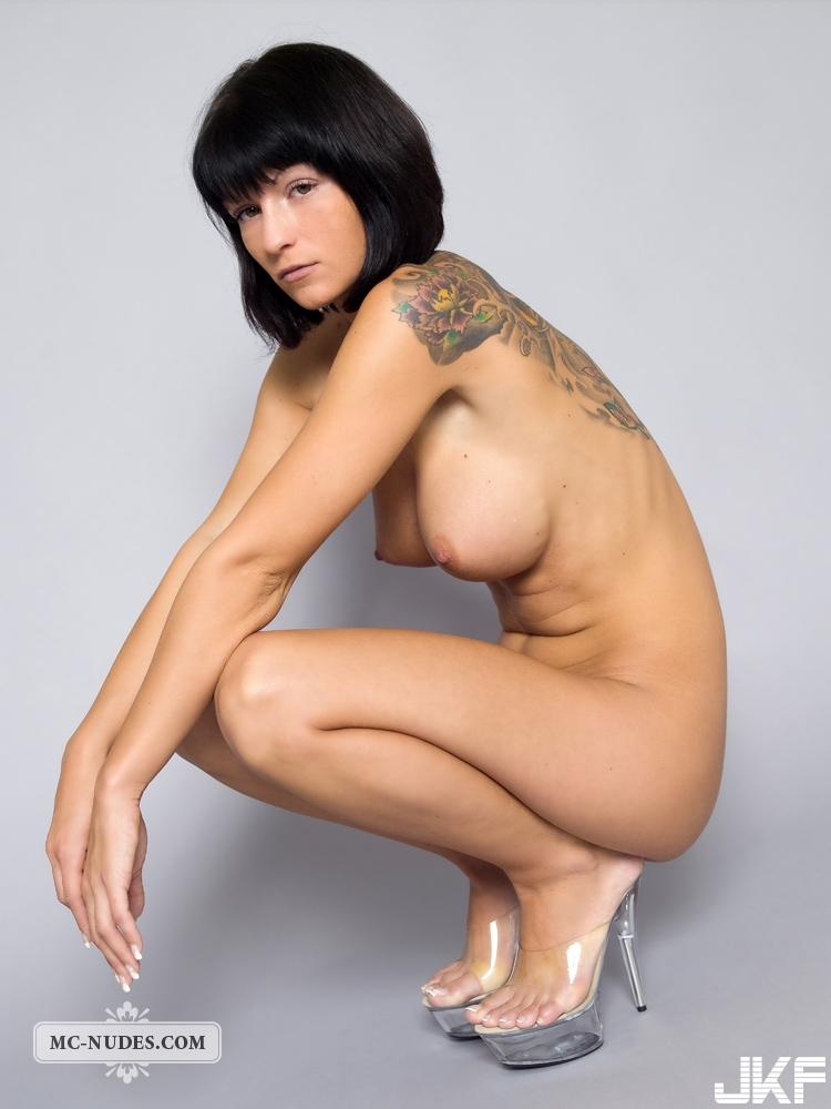 胸大臀翹 腰細腿長的極品歐美白虎女郎 - 貼圖 - 歐美寫真 -