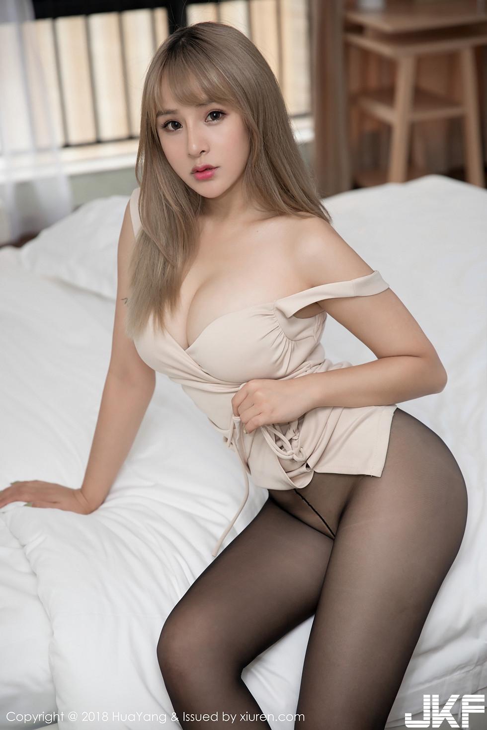 女神思淇Sukiiii肉色低胸連身裙配無內黑絲褲襪誘惑寫真 - 貼圖 - 清涼寫真 -