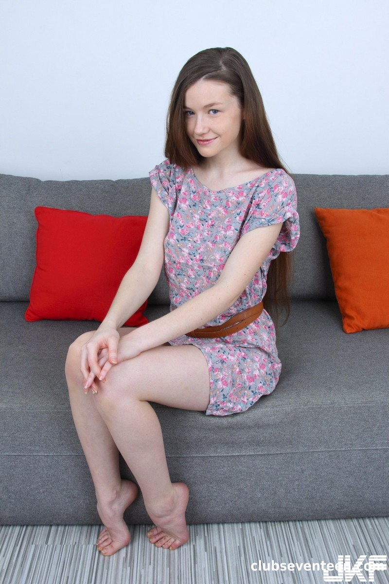 5843Emily Bloom - Gorgeous Teen Showing Her Tight Body - 貼圖 - 歐美寫真 -