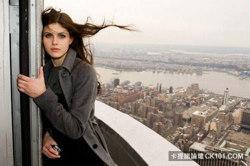 今夏最正女神!雅典娜之女Alexandra Daddario - 歐美美女 -