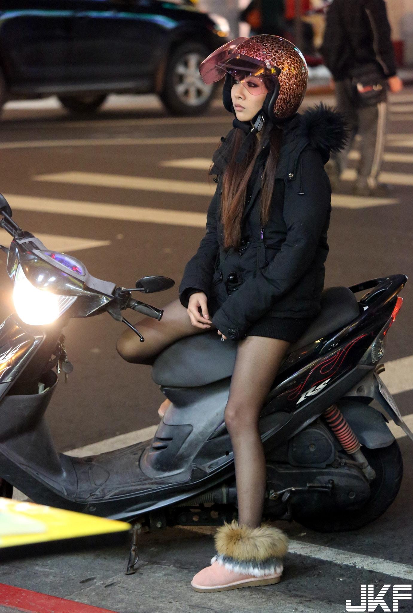 街拍極品素人絲襪美腿 - 001 - 貼圖 - 絲襪美腿 -