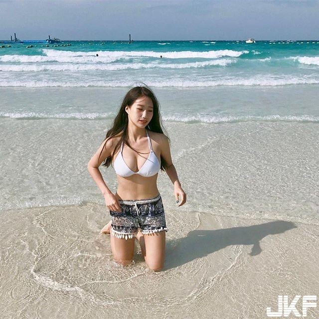 台灣文青系女生 Sunuan 到小琉球海灘玩換上清涼泳衣 - 素人正妹 -