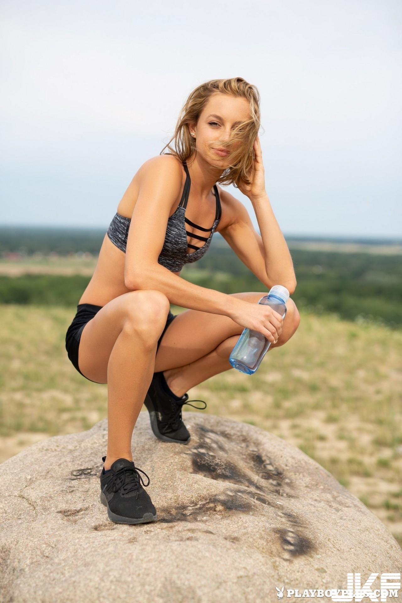 【Playboy系列】2018-10-23 Julia in Sweat it Out【40P】 - 貼圖 - 歐美寫真 -