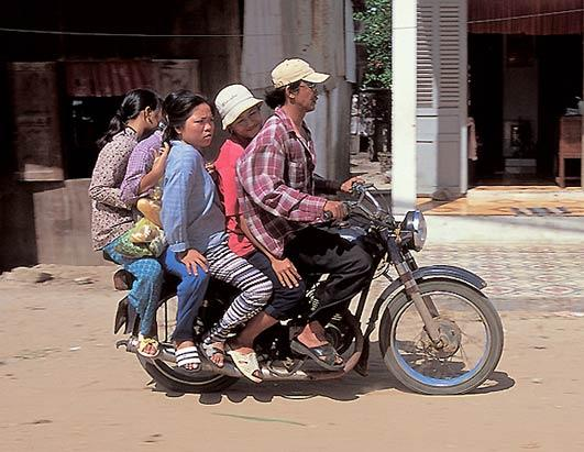 騎機車也可以達到神人的境界阿.jpg