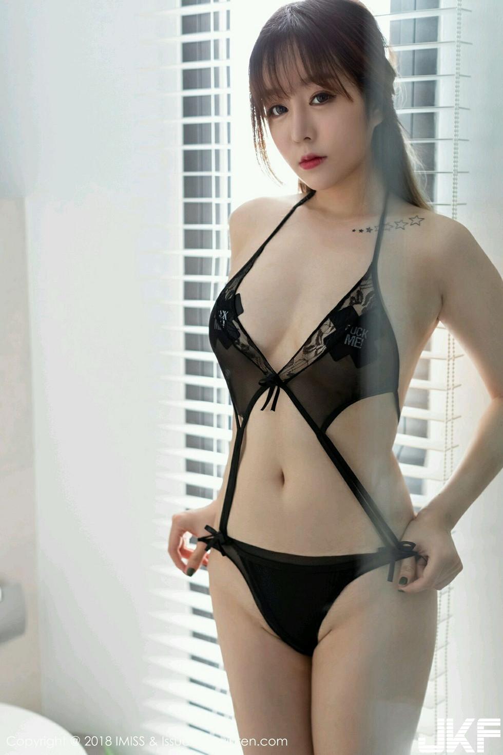 嫩模女神王雨純全裸上身露豪乳膠帶遮點無內黑絲褲襪誘惑寫真 - 貼圖 - 清涼寫真 -