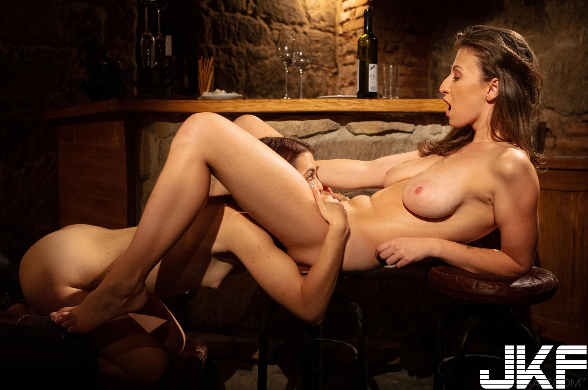 SexArt_Hangover-Part-1_Emylia-Argan--Tera-Link_medium_0053.jpg