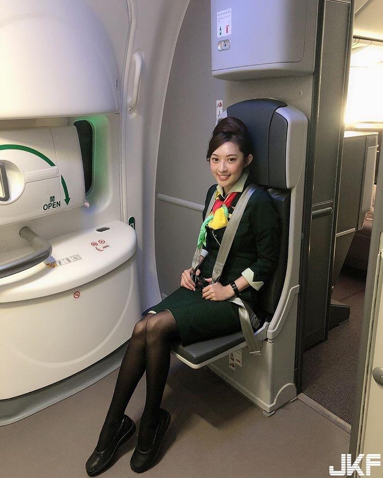正妹空姐 Cynthia Li 難得解放暴露一下 飽滿上圍跟平常包緊緊的空姐制服反差真大 - 素人正妹 -