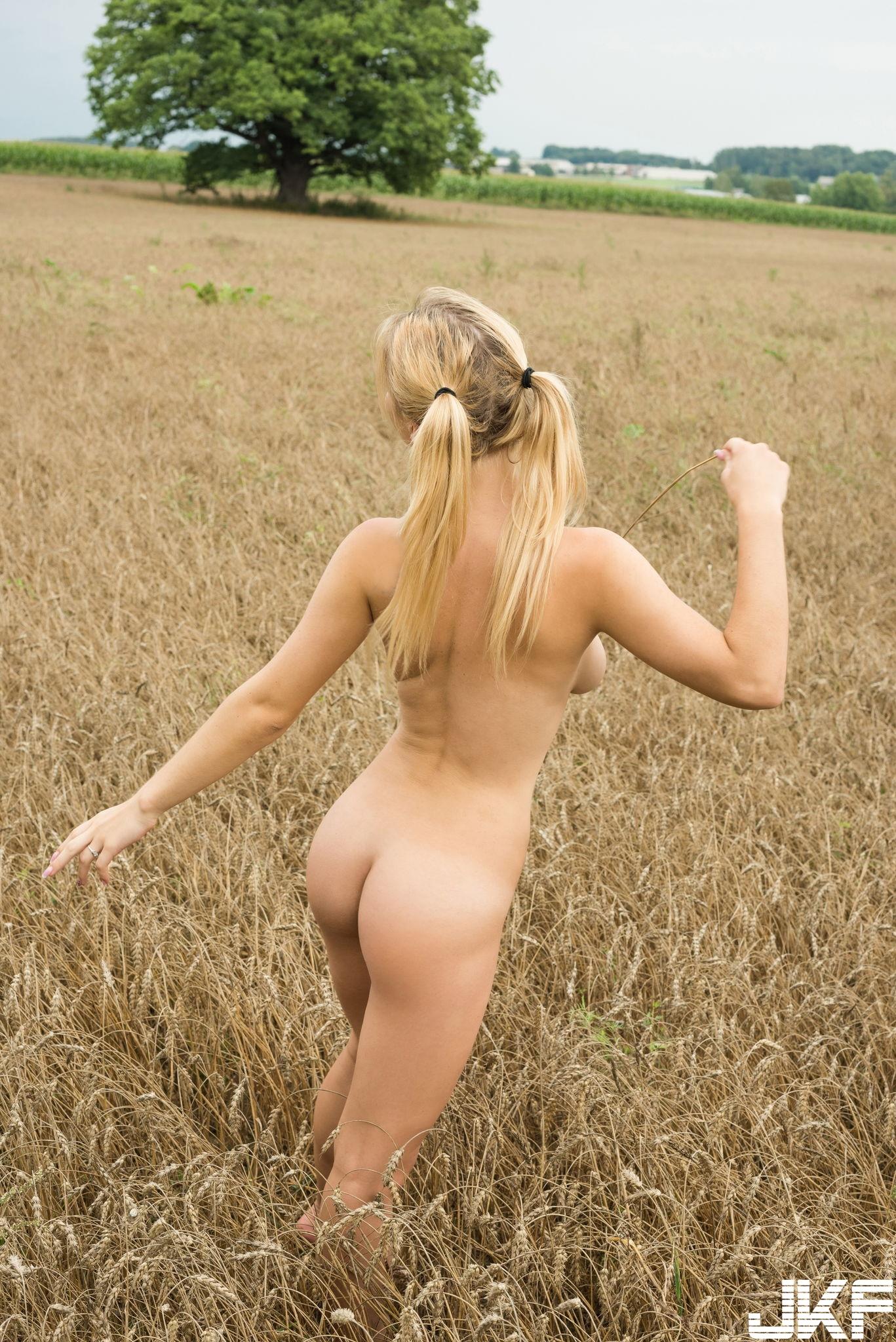 MetArt_Nature-Walk_Yelena_medium_0089.jpg