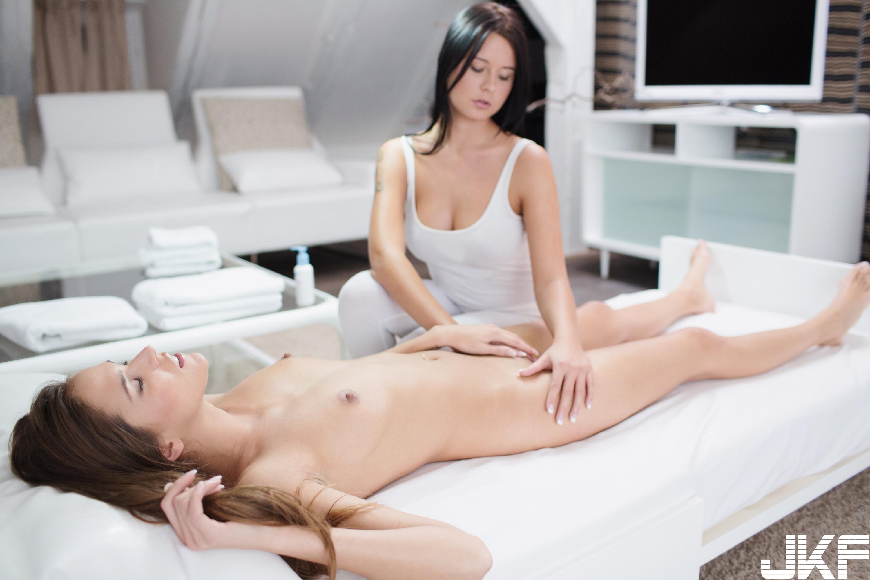 Teen-Shaved-Raven-Haired-Brunette-Silvie-Deluxe-with-Clit-Enjoying-Massage-b1 (13).jpg