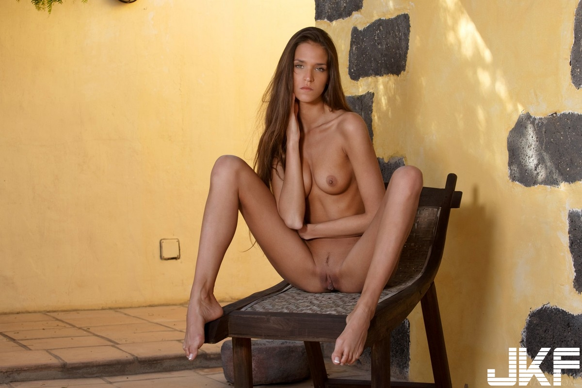 Teen-Shaved-Redhead-Babe-Silvie-Deluxe-with-Plump-Pussy-from-Met-Art-7.jpg