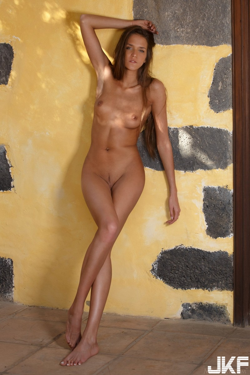Teen-Shaved-Redhead-Babe-Silvie-Deluxe-with-Plump-Pussy-from-Met-Art-19.jpg