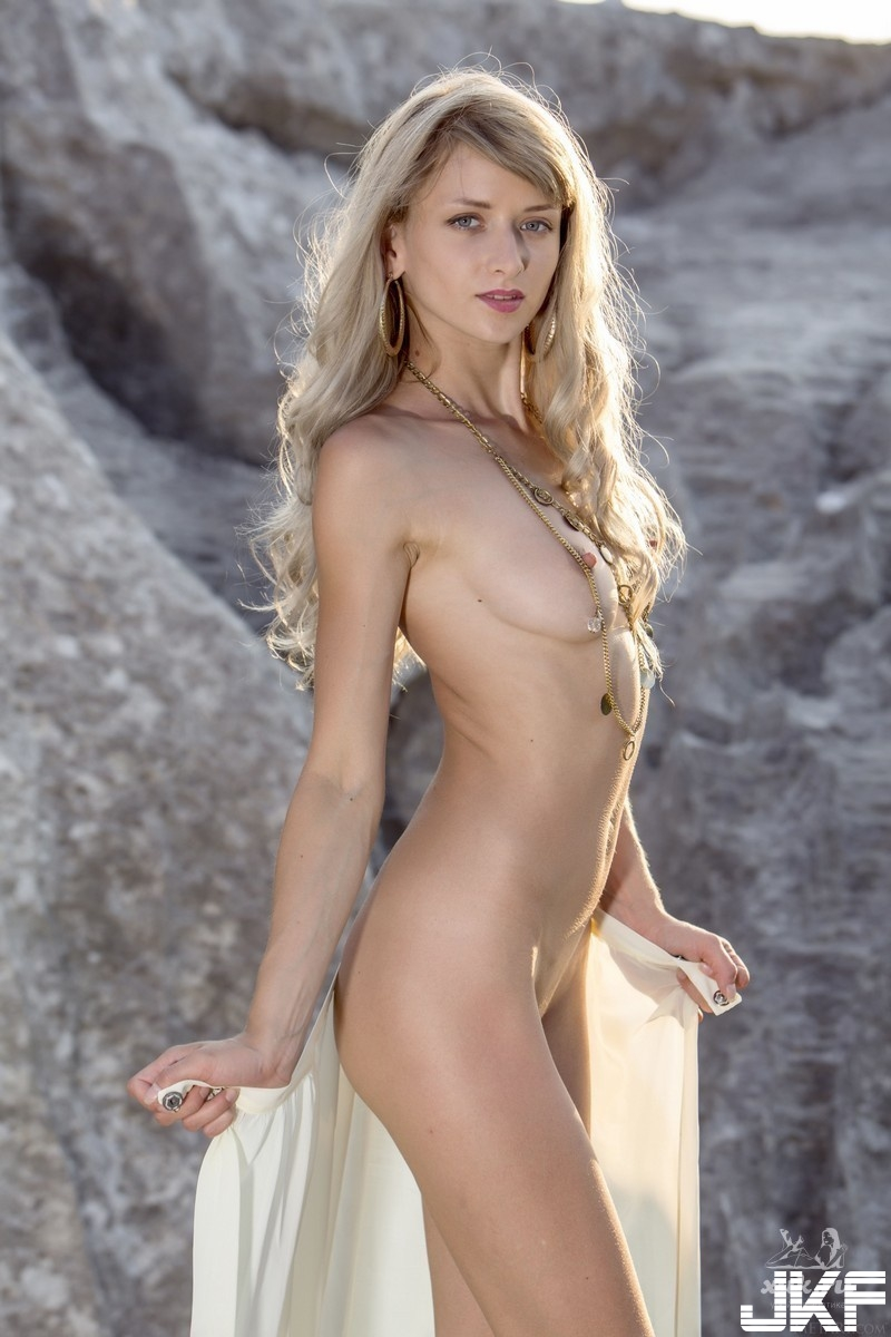 Shaved-Blonde-Adelia-B-with-Perky-Tits-from-Met-Art-11.jpg