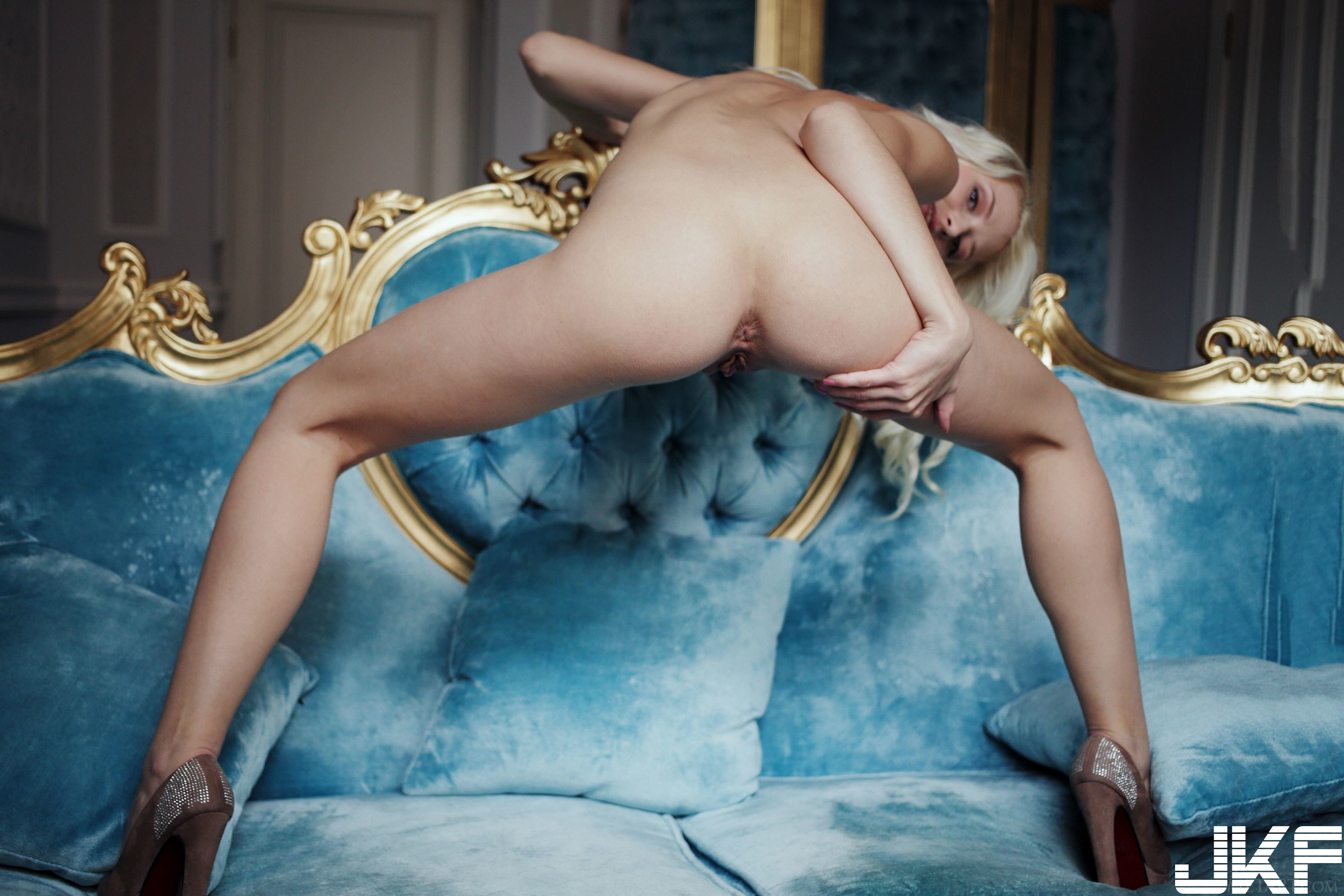 Shaved-Blonde-Adelia-B-with-Thick-Nipples-21.jpg